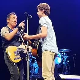 Bruce Springsteen Invites Teenage Fan On Stage For Incredible Duet