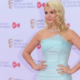 Holly Willoughby Shares Picture From When She Was 19, Internet Goes Nuts