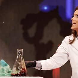 Biochemist Wins Miss Virginia By Performing Science Experiment Onstage As Her Talent