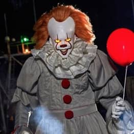 """You Can Now Buy 6'5"""" Animatronic Pennywise In Time For Halloween"""