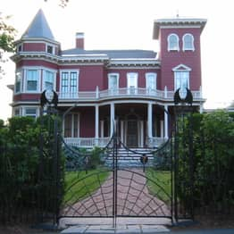 Stephen King's House Becoming Museum And Writers' Retreat