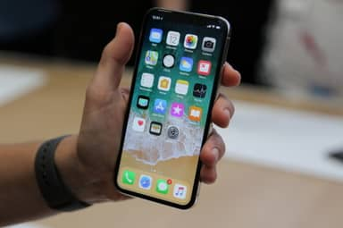 Russian Man Sues Apple Because His iPhone 'Turned Him Gay'