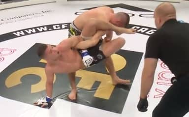 MMA Fighter Dislocates Shoulder But Refuses To Tap Out
