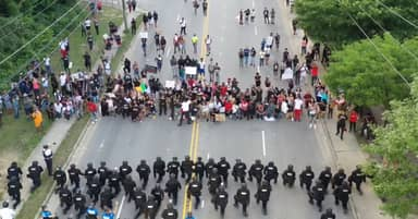 North Carolina Police Surprise Protesters During Standoff When 60 Of Them Kneel In Unison In Solidarity