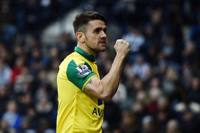 WEST BROMWICH, ENGLAND - MARCH 19: Robbie Brady of Norwich City celebrates his team's 1-0 win in the Barclays Premier League match between West Bromwich Albion and Norwich City at The Hawthorns on March 19, 2016 in West Bromwich, United Kingdom. (Photo by Laurence Griffiths/Getty Images)