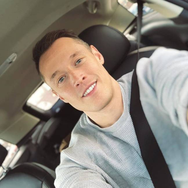davey wavey takes a selfie in his car