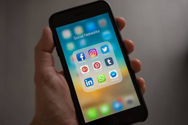Social networks on a smartphone home screen