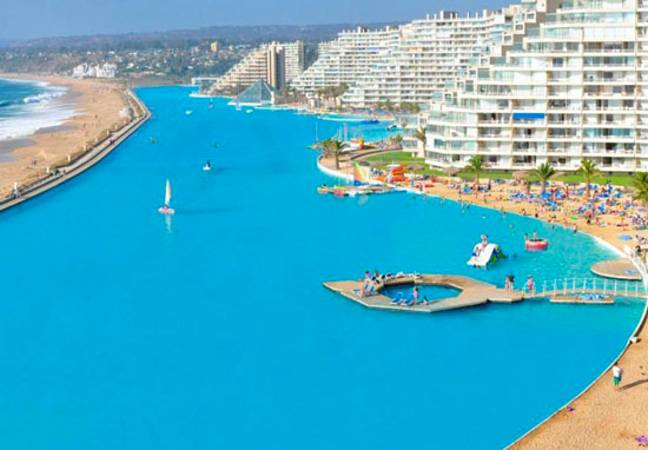 Largest pool in world