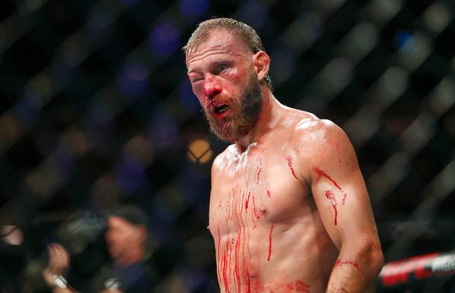 UFC Fighter's Eye Swells Shut After He Blew Nose Between Rounds