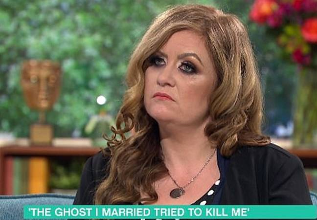 Woman divorces ghost pirate
