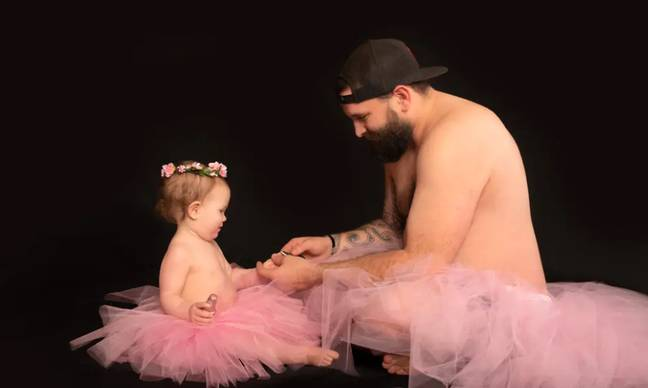Single Father And Baby Daughter Wore Matching Tutus For Heart-Melting Photoshoot