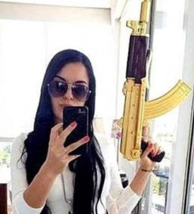 Leader of Mexican gang posing with golden gun