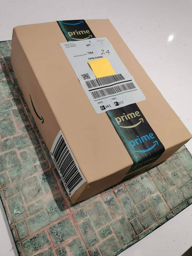 Cake looks like Amazon parcel