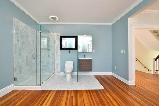 Home With Wall-Less Bathroom Goes On Sale For $900,000 And People Can't Believe It