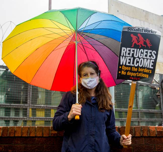 Woman with Refugees Welcome sign (Simon Worley)
