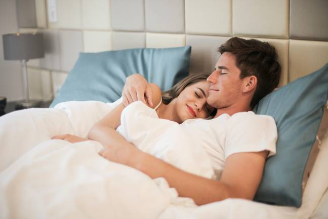 Couple in bed (Pexels)