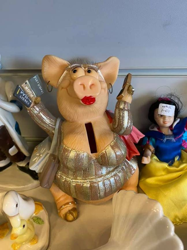 Charity shops see some weird stuff on a daily basis. (Simone Ferr/Crap You Find In Charity Shops/Facebook)