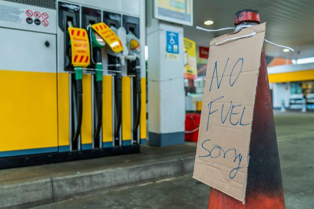 London, UK. 28th Sep, 2021. Ver small No Fuel signs - Fuel shortages escalate due to panic buying, as the Shell petrol station near Clapham South has run out. Signs are up and the pumps are off and/or taped up. The shortage is a result of a lack of tanker drivers due to the extended impact of Brexit on European migrant workers. Credit: Guy Bell/Alamy Live News