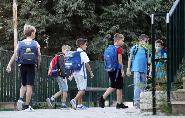 SIBENIK (CROATIA), Sept. 6, 2021 (Xinhua) -- Children arrive at a school on the first day of a new school year in Sibenik, Croatia, on Sept. 6, 2021. Some 460,000 children went back to school in Croatia on Monday, as the country eased measures introduced to tackle COVID-19. -unreguser/Xinhua News Agency/PA Images