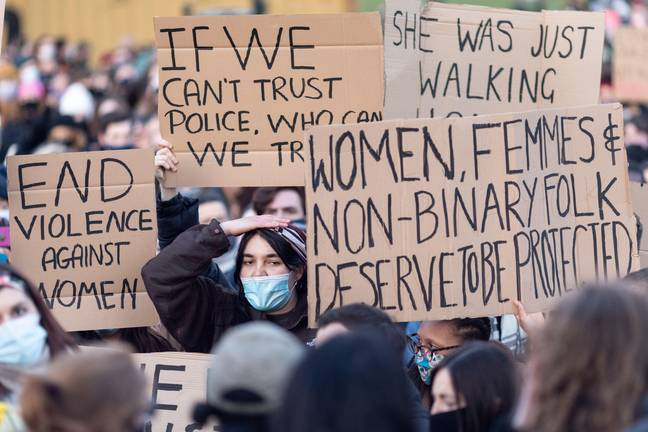 Met Advice to Women - Vigil for Sarah Everard and protest against male violence, Clapham Common, London, 13 March 2021. Protest placards. (Alamy)