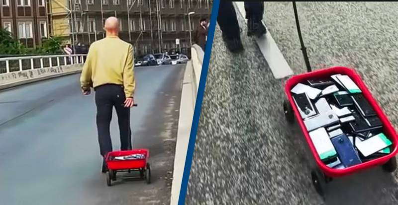 Guy Creates 'Traffic Jam' On Google Maps Using Kart Full Of Mobile Phones