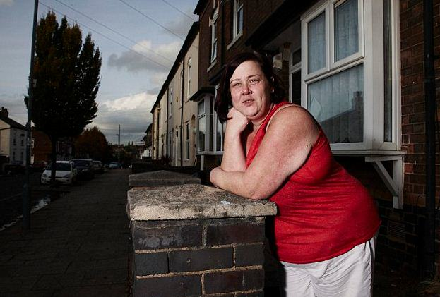 Does White Dee From Benefits Street Need A Bra?  xfgnxgnhn