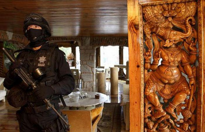 This Mexican Drug Lord Has An Incredible Home. I Guess Crime Does Pay.. QTAoaG3