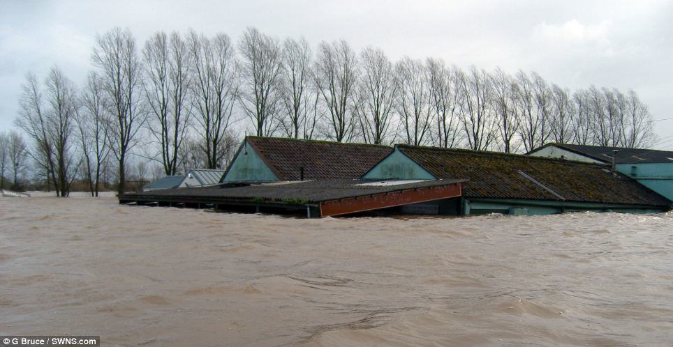 Shocking Before And After Photos Of Recent Floods Show Devastation Across Britain article 2557462 1B6A390F00000578 386 964x498