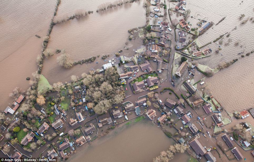 Shocking Before And After Photos Of Recent Floods Show Devastation Across Britain article 2557462 1B6A41B900000578 27 964x616