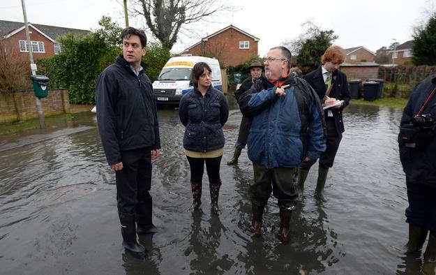 Heres A Bunch Of Concerned Looking Politicians Staring At Floods enhanced 20598 1392131907 9