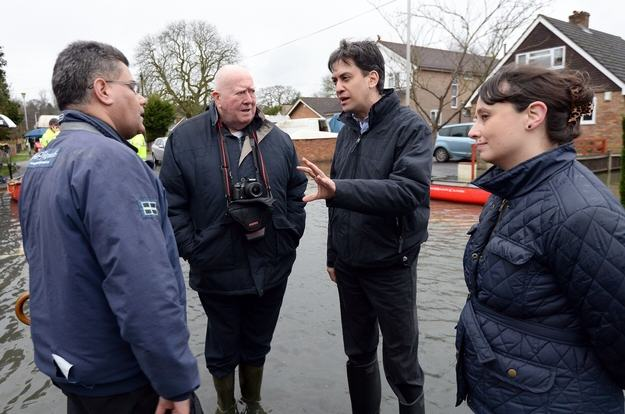 Heres A Bunch Of Concerned Looking Politicians Staring At Floods enhanced 29237 1392131523 6