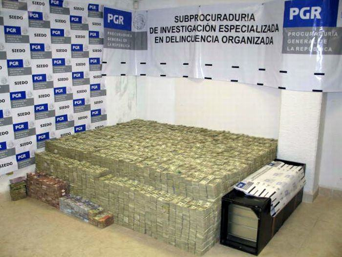 This Mexican Drug Lord Has An Incredible Home. I Guess Crime Does Pay.. n0LOkJA