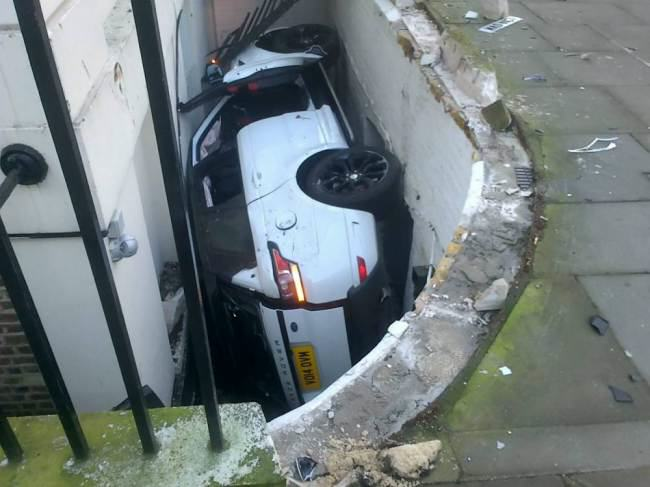 Range Rover Driver Discovers Basement Parking Spot ad 130621130