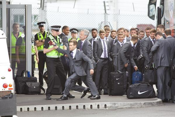 Tom Cleverley Infiltrates England World Cup Party By Dressing As Player BpDBssPIIAIslXb
