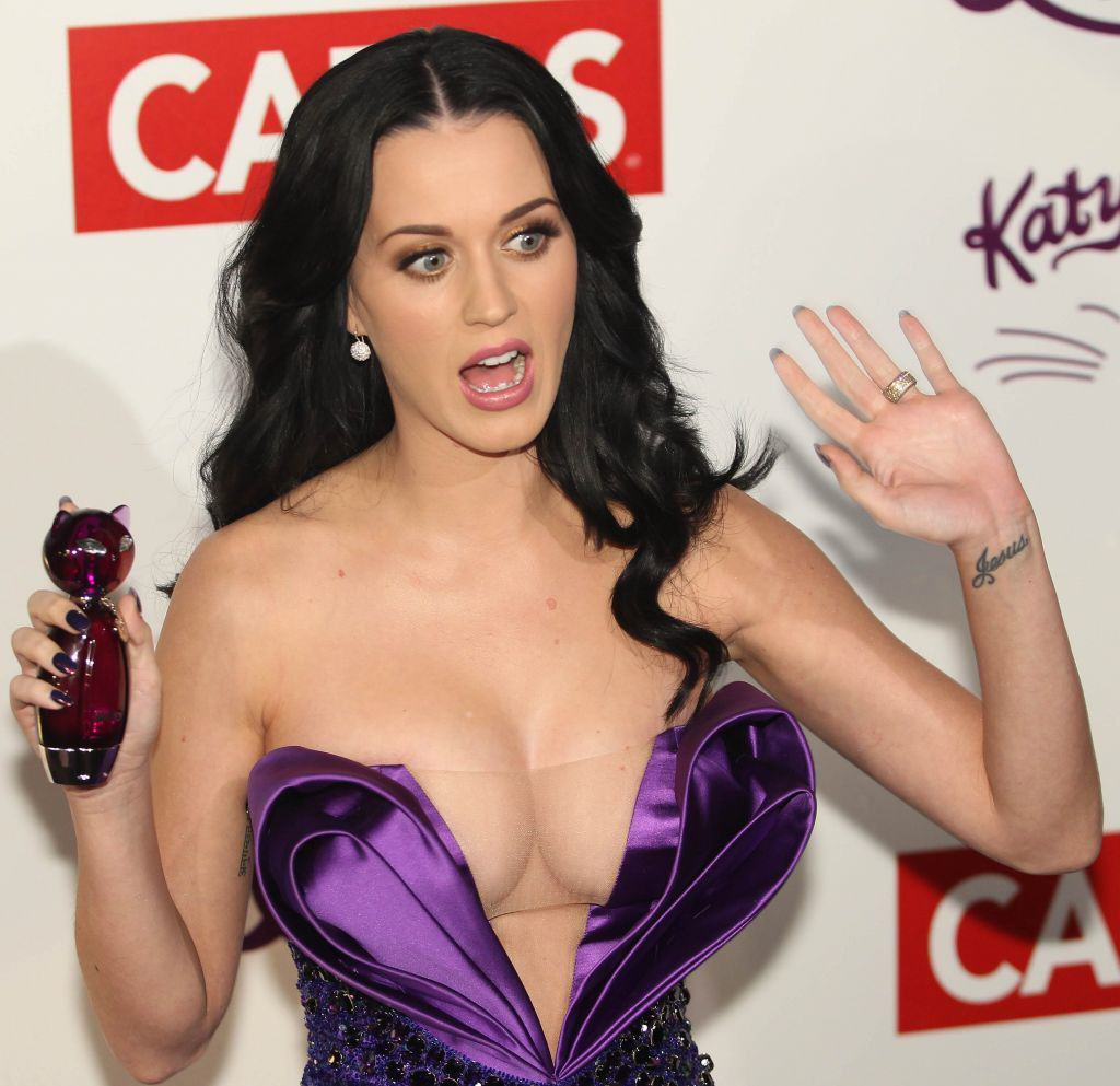 Katy Perry Has Bleached Her Eyebrows! WTF Katy Perry Boobs