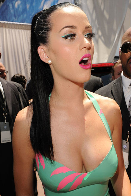 Katy Perry Has Bleached Her Eyebrows! WTF Katy Perry breast