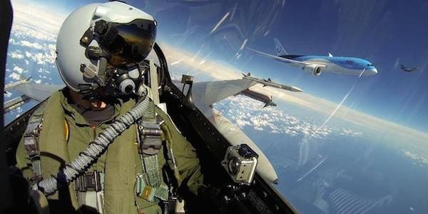 Fighter Jet Pilot Takes Incredible Selfie Next To Boeing 787 RNlAF Demo with 787 e14023563711531