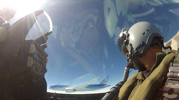 Fighter Jet Pilot Takes Incredible Selfie Next To Boeing 787 RNlAF Demo with 787 side e1402356470945 685x382