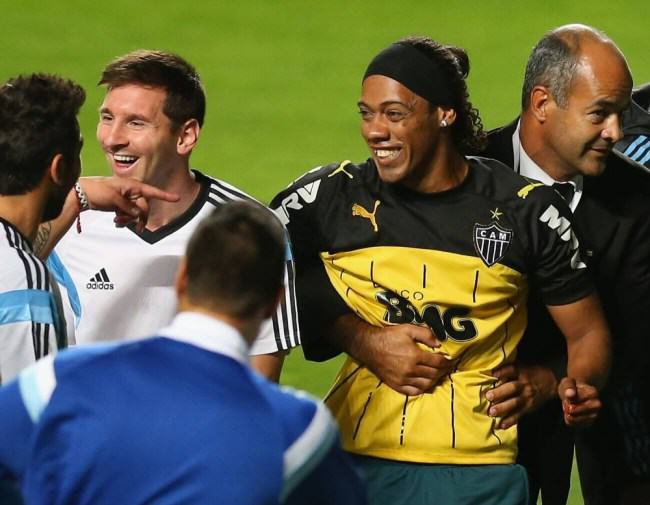 Uncanny Ronaldinho Lookalike Invades Argentina Training Session ad 137514319 e1402556690894