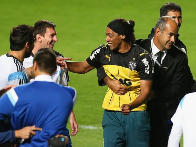 Uncanny Ronaldinho Lookalike Invades Argentina Training Session ad 137514343 e1402556803561
