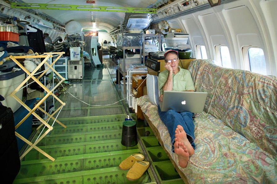 This Man Lives In A Boeing 727 In The Middle Of The Woods retired boeing 727 recycled home bruce campbell 1