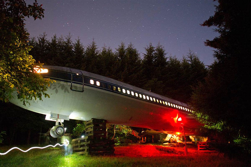 This Man Lives In A Boeing 727 In The Middle Of The Woods retired boeing 727 recycled home bruce campbell 11