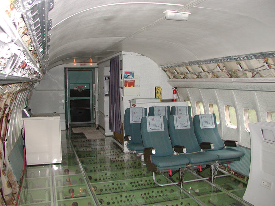 This Man Lives In A Boeing 727 In The Middle Of The Woods retired boeing 727 recycled home bruce campbell 9