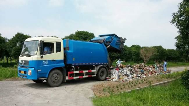 Chinese Bin Men Help Pensioner Find Life Savings In Rubbish ad 140894850
