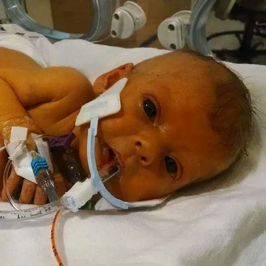 Reddit Users Help Grieving Father Photoshop Baby That Passed Away enhanced 15770 1405448144 1