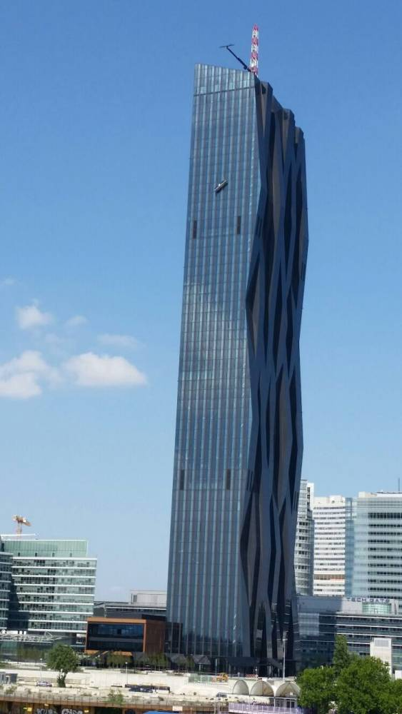 Window Cleaners Hang On For Life At 820 Feet As Cradle Breaks ad 142143961