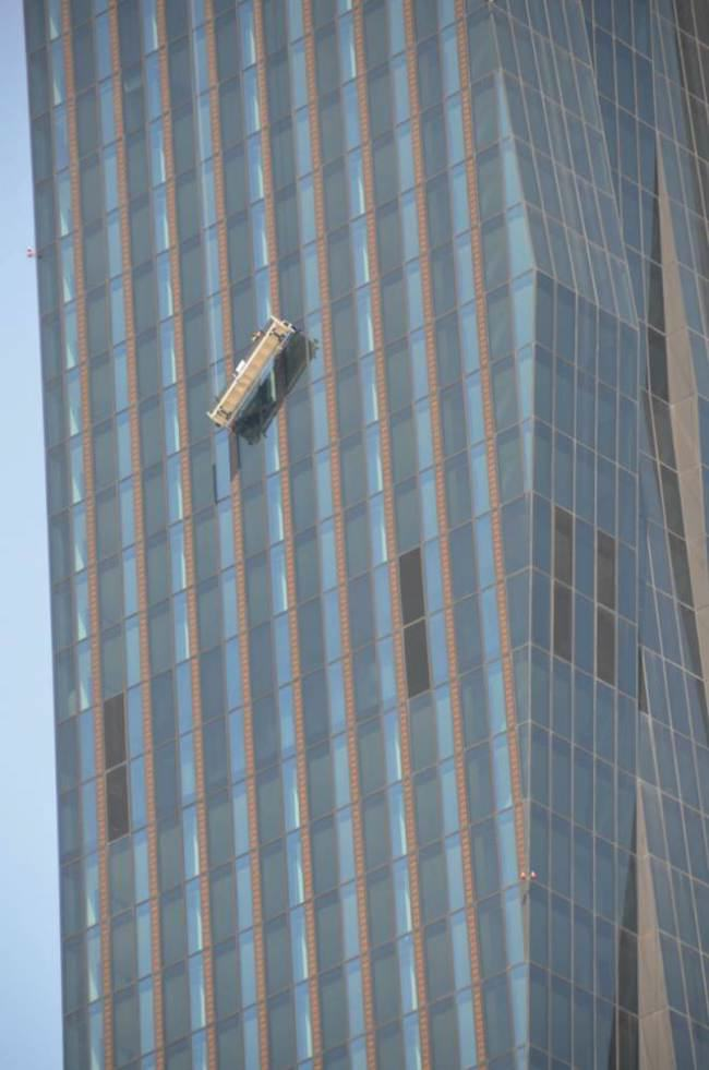 Window Cleaners Hang On For Life At 820 Feet As Cradle Breaks ad 142143963