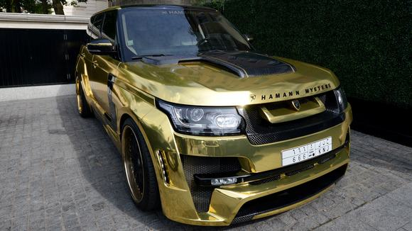 Saudi Holidaymaker In London Brings Gold Range Rover With Him article img