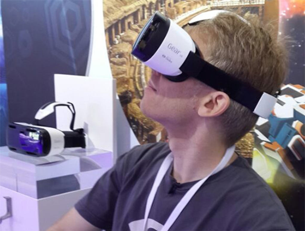 Gear VR: Samsung Reveal Innovative New Gaming Headset carmack ie verge super wide