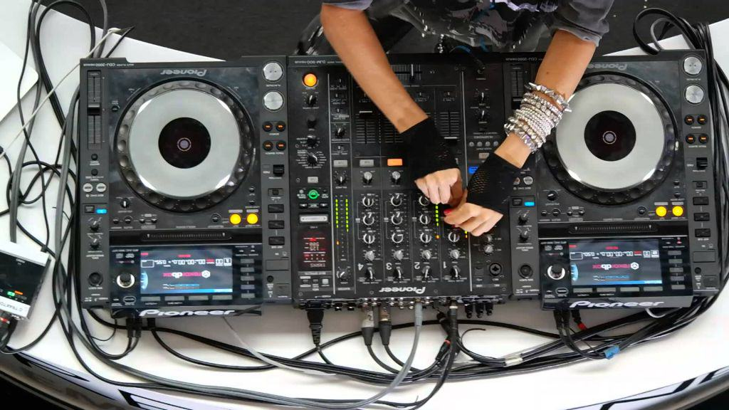 Colombian DJ Does Absolutely Nothing On Her Decks columbian dj does absolutely not